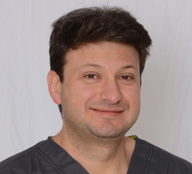 """ד""""ר יבגני וינברג - מומחה למחלות חניכיים (פריודונט) והשתלת שיניים"""