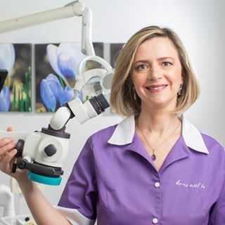 """ד""""ר לובה בר סף – מומחית לטיפולי שורש"""